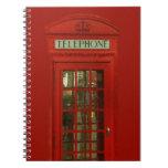 Cabina de teléfonos roja del vintage libros de apuntes con espiral