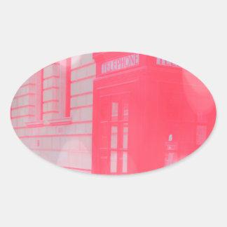 Cabina de teléfonos rosada soñadora pegatina ovalada