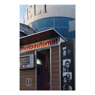 Cabina vieja de la foto en Berlín, Alemania Papelería