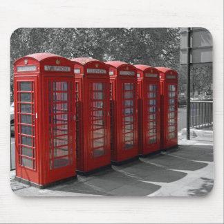 Cabinas de teléfonos rojas teñidas B/W de Londres  Alfombrilla De Raton