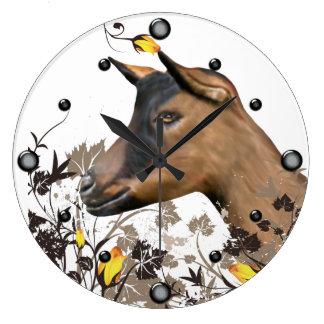 Cabra de la lechería de Oberhasli que pinta el Reloj Redondo Grande