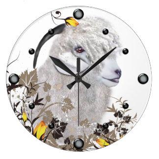 Cabra del angora que pinta el reloj de pared flora