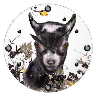 Cabra enana linda que pinta el reloj de pared