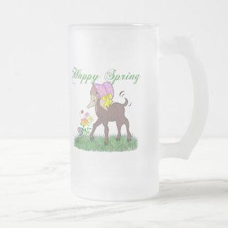 Cabra feliz de la primavera taza de cristal