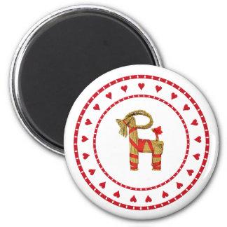 Cabra sueca de la paja con los corazones imán redondo 5 cm