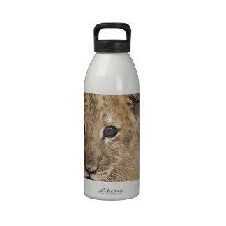 cachorro de león botella de agua