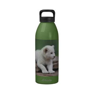 Cachorro de león blanco del bebé 2 botellas de beber