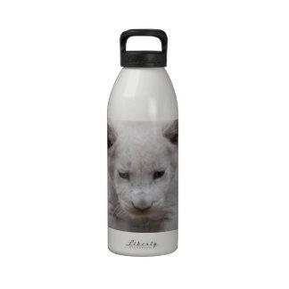 Cachorro de león blanco del bebé botella de agua