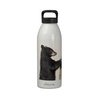 Cachorro de oso negro botella de agua reutilizable
