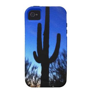 Cactus del Saguaro de Arizona en el caso fresco de iPhone 4 Carcasas