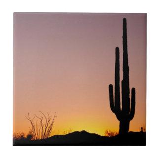 Cactus del Saguaro en la puesta del sol Tejas Ceramicas