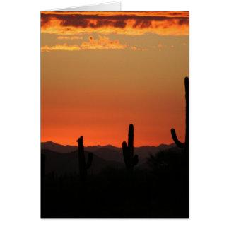 Cactus del Saguaro en la puesta del sol Tarjetón