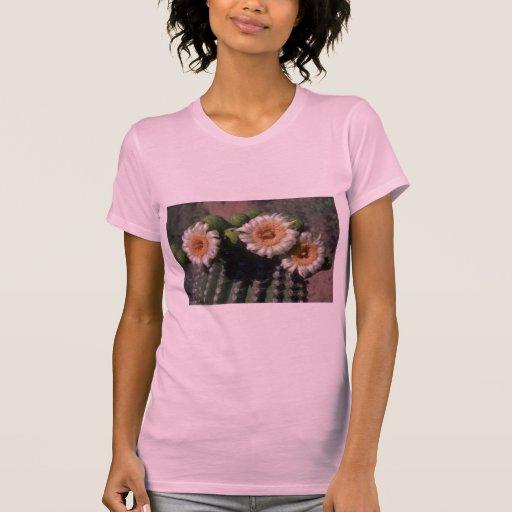 Cactus floreciente camisetas