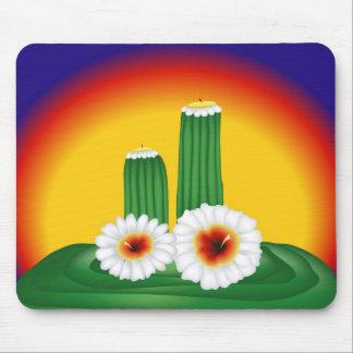 Cactus floreciente tapetes de ratón