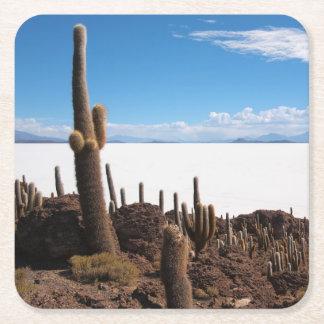 Cactus gigante en el práctico de costa de Salar de Posavasos De Cartón Cuadrado