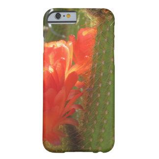 Cactus rojo de la antorcha funda de iPhone 6 barely there