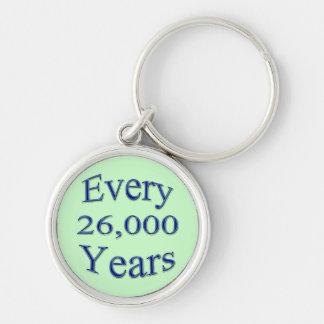 Cada 26000 años llavero redondo plateado