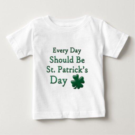 Cada día debe ser el día de St Patrick Tshirt