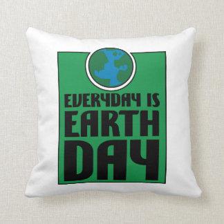 Cada día es Día de la Tierra Almohada