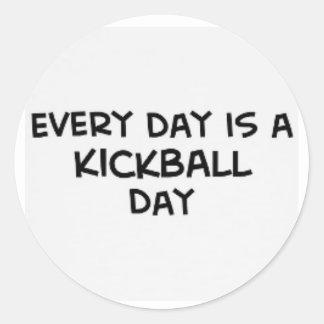 cada día es pegatina del día del kickball