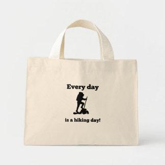 Cada día es un día que camina bolsa tela pequeña
