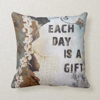 Cada día es una almohada de tiro del regalo