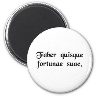 Cada hombre es el fabricante de su propia fortuna imán redondo 5 cm
