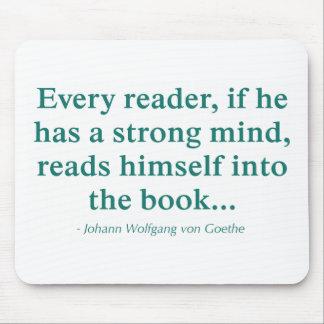 Cada lector se lee en el libro tapetes de raton