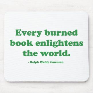 Cada libro quemado aclara el mundo tapete de ratones