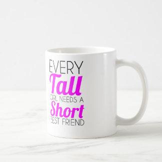cada mejor amigo alto del cortocircuito del chica taza básica blanca