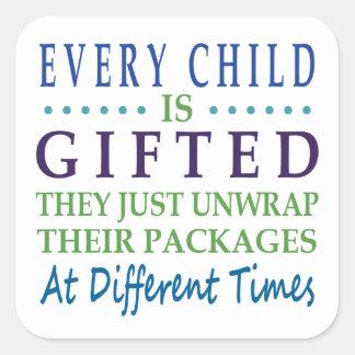 Cada niño autístico es dotado pegatina cuadrada