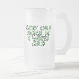 Cada niño debe ser un niño querido jarra de cerveza esmerilada