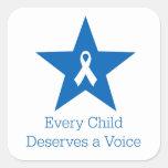 Cada niño merece una voz - pegatina cuadrado