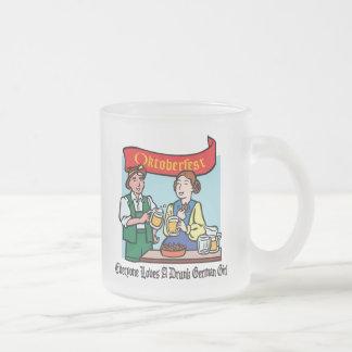 Cada uno ama a un chica alemán borracho Oktoberfes Taza De Café
