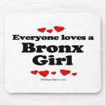 Cada uno ama a un chica de Bronx Tapete De Ratón