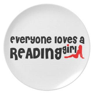 Cada uno ama a un chica de la lectura platos de comidas