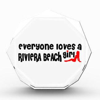 Cada uno ama a un chica de la playa de Riviera