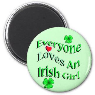 Cada uno ama a un chica irlandés imán redondo 5 cm