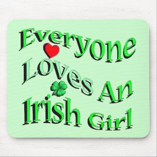 Cada uno ama a un chica irlandés mouse pads