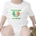 Cada uno ama a un chica irlandés traje de bebé