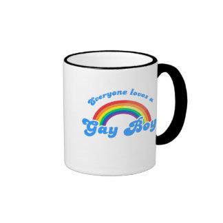 Cada uno ama a un muchacho gay taza
