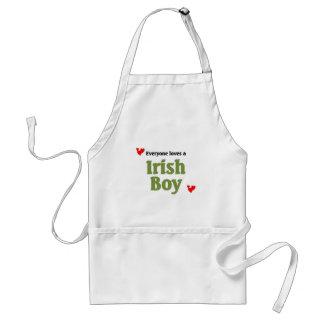 Cada uno ama a un muchacho irlandés delantal