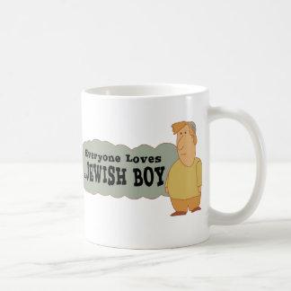 Cada uno ama a un muchacho judío taza básica blanca
