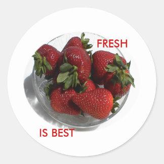 Cada uno ama un cuenco fresco de fresas etiquetas