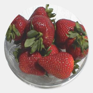 Cada uno ama un cuenco fresco de fresas etiquetas redondas