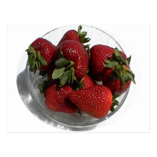 Cada uno ama un cuenco fresco de fresas postales