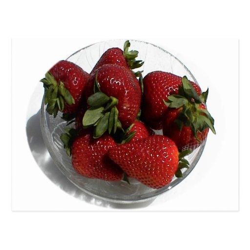 Cada uno ama un cuenco fresco de fresas tarjeta postal