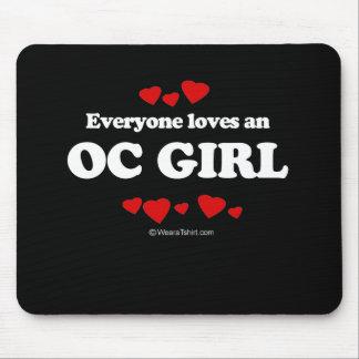 Cada uno ama una camiseta del chica OC Tapetes De Raton