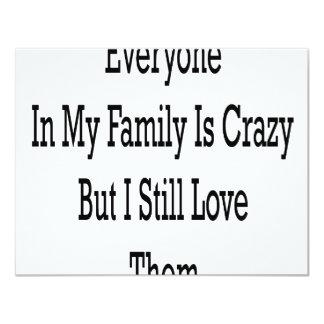 """Cada uno en mi familia está loco pero todavía amo invitación 4.25"""" x 5.5"""""""