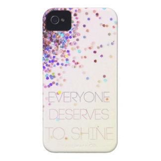 """""""Cada uno merece brillar"""" el caso del iPhone del Case-Mate iPhone 4 Protectores"""